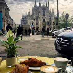🇮🇹 #Colazione dal #Duomo di #Milano 🇮🇹 Photo by: @ig_traveltheworldwithme ___ #yummy #foodie #cooking #lunch #breakfast #fashionfood#instacake  #cibo #gnam #foodblogger #homemade #foodblog #Ilovefood #pranzo #instalike #picoftheday #cucina #foodart #tasty #delicious #foodpic #cucinaitaliana #dinner #eating #yum #breakfast #caffe #cappuccino