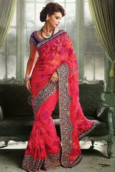 Rose Georgette Saree net Conception n ° DMV7370 Prix: 225,81 € - Type de robe: Saree Tissu: Net Couleur: Rose Embellissements: brode, Resham, Pierre, Zari Pour plus de détails: - http://www.andaazfashion.fr/pink-georgette-net-saree-with-blue-velvet-blouse-dmv7370.html