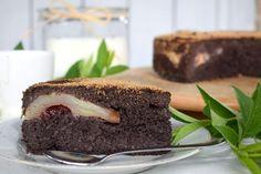 Maková múka a hrušky si zohrali hlavnú úlohu v recepte na obrátený makový koláč. Skvelá pochúťka vhodná aj pre celiatikov.