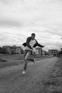 I like this pic, the jump, the white and black... #photography