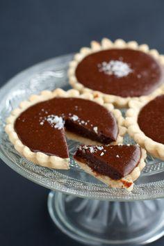 Tartallette caramello e cioccolato fondente