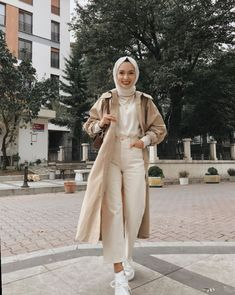 125 best hijab styles for short height girls to look tall Hijab Fashion Summer, Modest Fashion Hijab, Modern Hijab Fashion, Street Hijab Fashion, Casual Hijab Outfit, Hijab Fashion Inspiration, Muslim Fashion, Casual Outfits, Hijab Fashion Style