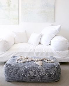 Rational awarded pink shabby chic bedding Visit This Link Shabby Chic Interiors, Shabby Chic Bedrooms, Shabby Chic Homes, Shabby Chic Decor, Living Room Goals, Home Living Room, Kitchen Renovation Inspiration, Luxury Bedding, Chic Bedding