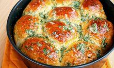 Pampushki with Garlic Garlic Recipes, Bread Recipes, Healthy Recipes, Kid Recipes, Dutch Recipes, Russian Recipes, Salted Egg Yolk, Tasty, Yummy Food