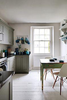 TV presenter and interior designer Gabrielle Blackman chose a shabby chic but elegant interior design for her home in Bristol. Modern Georgian, Georgian Homes, Georgian Era, Interior Design Kitchen, Modern Interior Design, Interior Paint, New Kitchen, Kitchen Decor, Kitchen Dining