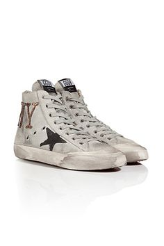 2013 Fall/Winter Golden Goose sneakers. This brand make a meteoric rise these days. It mainly focused in vintage style sneakers. Also, many celebrities wear them and getting more famous in many different countries. This brand is very worthy of notice. Seong-Min K.