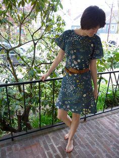 Nani Iro Kimono | A breezy summer dress from Nani Iro double-gauze. I used a free Burda style Kimono top pattern, lengthened into a dress and with a V neckline. Blogged at   Needle and Compass