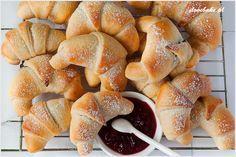 Rogaliki z marmoladą - I Love Bake Polish Recipes, Hot Dog Buns, Scones, Great Recipes, Cake Recipes, Good Food, Sweets, Cookies, Baking