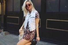 look-tigrado-vestido-tshirt-colete-jeans marca sly wear