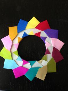 Have fun making this really cute modular wreath origami design, by Mette Pederson. Origami Wreath, Origami Love, Origami Design, Origami Stars, Origami Tutorial, Origami Easy, Origami Paper, Diy Tutorial, Origami Videos