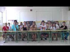 Percusión corporal sobre mesas - YouTube