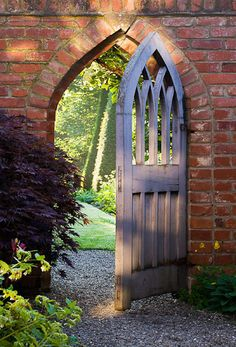 ... garden door ... photo by Clive Nichols
