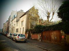 Voyage dans le passé : Je prends à l'ordinaire la rue Campagne Première dont le Passage d'Enfer me rappelle Rimbaud. Mais ce mardi-là je préfère opter pour la rue Boissonade, histoire de ne pas aller puis revenir sur mes pas. C'est alors que j'ai soudain l'impression d'être il y a longtemps. La ville, dans mon enfance ressemblait à cela.    [mardi 3 avril 2012 vers 10h30, Paris rue Boissonade - avec un effet St