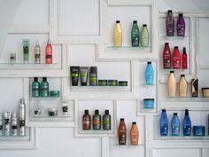 Facto Royale Salon by Igor Ferreira Lisbon 04 Design Salon, Spa Design, Home Design, Interior Design, Home Hair Salons, Home Salon, Spa Tag, Vitrine Design, Salon Software
