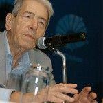 AZIZ AB'SABER. Ab'Saber dedicou grande parte de sua vida a conhecer detalhadamente  o território brasileiro, estudando a Geografia e a Geomorfologia de nosso país.