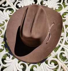 Vintage Royal  5X Brown Felt Cowboy Hat - Western Beaver Fur Felt Hat - sz 7 by delilahsdeluxe on Etsy Vintage Western Wear, Felt Cowboy Hats, Felt Hat, Western Outfits, The Crown, Westerns, Fur, Brown, Ribbon