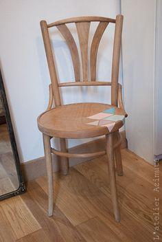 L-atelier-azimute-chaises-bistrot-motifs-pastel triangles vintage thonet chair