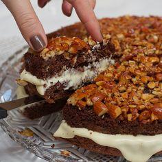 Not in English. Looks good.   Opp-ned kake - Norwegian upside-down nut cake.