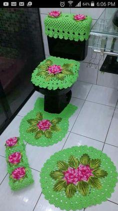 Juego de Crochet Doily Rug, Crochet Flower Patterns, Crochet Blanket Patterns, Baby Blanket Crochet, Crochet Flowers, Crochet Home Decor, Crochet Crafts, Bathroom Crafts, Bathroom Sets