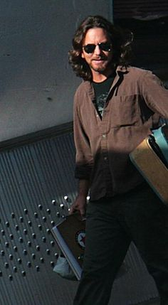 Eddie Vedder, love this look