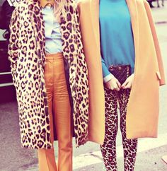 {street style} Out & About in Paris | TheFashioniStyle -- somebody do this with me! @Diana Tapia ?
