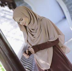 Beautiful Hijab Girl, Beautiful Muslim Women, Stylish Hijab, Hijab Chic, Muslimah Wedding Dress, Simple Hijab, Modele Hijab, Muslim Women Fashion, Muslim Beauty