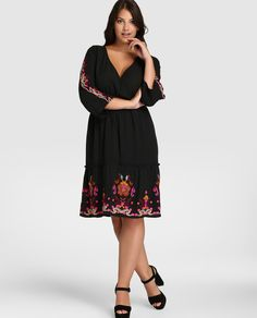 Vestido de mujer talla grande Couchel en negro con bordado floral