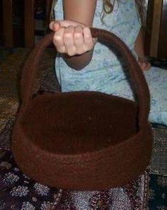Free+Knitting+Pattern+-+Bags,+Purses+&+Totes:+Tisket+Felted+Basket