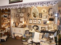 I know it's an antique shop booth but I still love how it's set up!