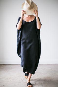 Cocoon dress in black linen. Photo by Nancy Neil. http://www.rachelcraven.com/product/linen-cocoon-dress