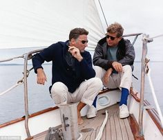 JFK with brother-in-law Peter Lawford on the US Coast Guard yacht Manitou John Kennedy, Kennedy Wife, Les Kennedy, Patricia Kennedy, Style Ivy League, Peter Lawford, Jfk Jr, John Fitzgerald, Blue Socks