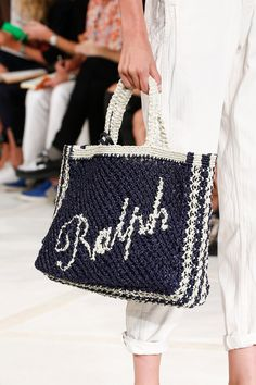 Ralph Lauren Spring 2016 Ready-to-Wear collection, runway looks, beauty, models, and reviews. Bag Crochet, Crochet Handbags, Ralph Lauren Collection, Knitted Bags, Spring Summer 2016, Purses And Bags, Bag Making, Crochet Patterns, Reusable Tote Bags