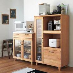 """設置場所を選ばない省スペース設計ながらおしゃれなデザインとアルダー無垢材、人工大理石などを贅沢に使用したハイクオリティ。限られた空間で最大限に心地よく素敵に暮らす""""コンパクト・リッチ""""を叶えます。 Asian Furniture, Kitchen Furniture, Kitchen Interior, Tall Cabinet Storage, Locker Storage, The Home Edit, Interior Decorating, Interior Design, Bedroom Layouts"""