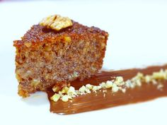 A mouthwatering Greek walnut cake recipe (karidopita), scented with the aromas and blends of cinnamon and grounded clove. Find out how to make the perfect walnut cake with this traditional Greek recipe here. Made with Melba toast crumbs & walnuts. Greek Sweets, Greek Desserts, Muffins, Cupcakes, Greek Pastries, Cold Cake, Greek Cooking, Walnut Cake, Greek Dishes