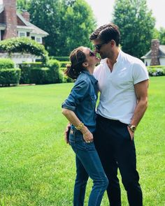 polo french tucked with chino pants Estilo Olivia Palermo, Olivia Palermo Lookbook, Olivia Palermo Style, French Tuck Men, Johannes Huebl, Jean Smart, Stylish Couple, Fashion Couple, Best Couple