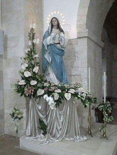 Religiosos Altar Flowers, Church Flowers, Church Flower Arrangements, Arte Floral, Deco Floral, Church Christmas Decorations, Altar Decorations, Altar Design, Christian Artwork