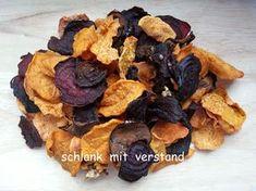Gemüsechips – low carb Die Chips kann man gut auf Vorrat herstellen. Sie halten sich in einer Blechdose ca. 3 Wochen. Pro 100 g benötigt man 1 kg feste Auberginen, Zucchini, Topinambur oder R…