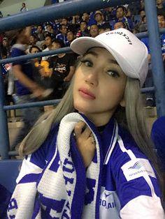 Circle 888  Hot News & Video: Model Cantik Bobotoh Persib Ini Kesengsem Hariono