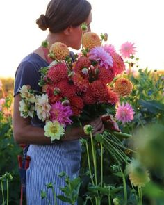 """When Erin Benzakein of Floret Flowers receives a request from a bride and groom to arrange their big-day blooms, she heads out to two verdant acres behind her studio in Skagit Valley, Washington, to choose among an array of roses, peonies, dahlias, and some 300 other varieties growing from the soil she and her team tend. Erin is unique, but not alone. She is among a group of emerging """"farmer florists"""" going back to the roots—literally—of their craft.""""In the '30s and '40s, most florists..."""