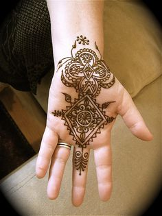 Henna Designs And Patterns To Adopt The Tradition 2018 We all adulation accepting henna, what is frequently accepted as Mehandi. We adulation Bridal Henna Designs, Henna Tattoo Designs, Mehndi Designs, Henna Palm, Henna Mehndi, Mehendi, Henna Tree, Henna Mandala, Mandala Tattoo