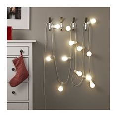 IKEA - STRÅLA, Guirlande lumineuse LED 12 ampoules, , Une source lumineuse à LED consomme 85% d'énergie en moins et dure 10 fois plus longtemps qu'une ampoule à incandescence.Diffuse une lumière douce et chaleureuse et propage l'atmosphère de Noël dans la maison.