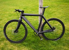 The X-9 Nighthawk is a new experimental frame by BME, made out of sandwich panels with aramid honeycomb as a core, covered with carbon fiber skins. The handlebars with the stem were made out of carbon fiber, and the carbon fork was shaped to fit the frame design.