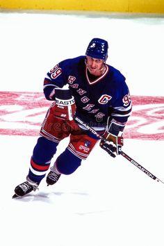 Wayne Gretzky, New York Rangers. New York Rangers superstar Wayne Gretzky. Hockey Girls, Hockey Mom, Ice Hockey, Hockey Stuff, Rangers Hockey, Wayne Gretzky, Pittsburgh Penguins Hockey, Jonathan Toews, National Hockey League