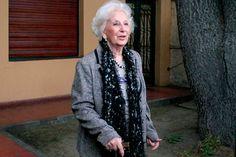 """Abuelas de Plaza de Mayo logró identificar a la nieta 115 http://www.ambitosur.com.ar/abuelas-de-plaza-de-mayo-logro-identificar-a-la-nieta-115/ El anuncio oficial sería realizado durante la tarde en una conferencia de prensa. A principios de mes habían encontrado al nieto de Estela de Carlotto.    En la primera semana de agosto conmovió al país el anuncio del hallazgo de Ignacio """"Pacho"""" Hurban, el nieto de Estela de Carlotto. Se trató del"""