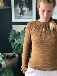 Køb hækleopskriften Viftebluse - My size – Kvalitid Sweater Jacket, Men Sweater, Crochet Clothes, Crochet Sweaters, Crochet For Beginners, My Size, Pullover, Clothes For Women, Knitting