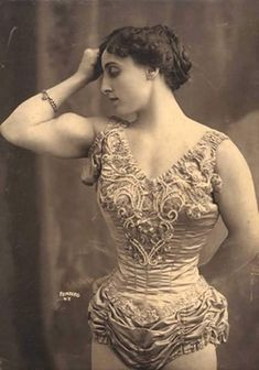 11 Cool Photos Of Extremely Strong Female Bodybuilders At The Turn Of The Century 4 Clayton Cubitt, Rare Historical Photos, Women Who Lift, Local Women, Muscular Women, Big Muscles, Look At The Stars, Physical Fitness, Strong Women