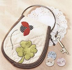 Description : PDF Pattern Ladybug key cover purse coverring holder purse bag keep handbag cotton sewing quilt applique patchwork art gift Key Pouch, Cat Quilt, Purse Tutorial, Key Covers, Simple Prints, Quilted Bag, Ladybug, Hand Embroidery, Coin Purse