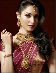 Present wide variety of good bijou supplies, classic Gold Jewellery for ladies. Indian Bridal Makeup, Indian Bridal Wear, Indian Wedding Jewelry, Indian Wedding Outfits, Indian Jewelry, Kerala Jewellery, Indian Necklace, Indian Weddings, Indian Outfits