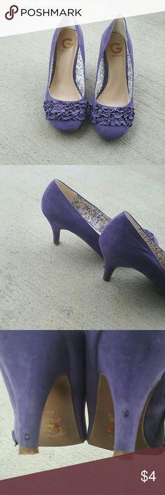 Purple pumps Ruffled purple pumps 8 1/2 medium suede G by Guess Shoes Heels