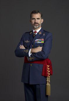 Su Majestad el Rey Felipe VI de España con uniforme de diario para actos de especial relevancia de Capitán General del Ejército del Aire